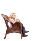 Маленькая девочка сидя на стуле стоковое изображение rf