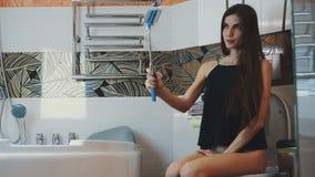 chulkah-korotkoy-video-iz-zhenskogo-tualeta-videosemka-otele