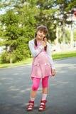 Маленькая девочка с мороженным Стоковые Фотографии RF