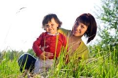 Маленькая девочка с молодой женщиной Стоковое Изображение RF