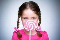 Маленькая девочка с Lollypop Стоковое Фото