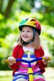 Маленькая девочка трицикл Стоковые Фото