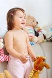 Маленькая девочка усмехаясь в комнате с игрушками Стоковые Изображения