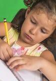Маленькая девочка учит Стоковое Изображение