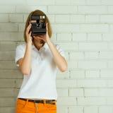 Маленькая девочка фотографируя Стоковые Изображения RF