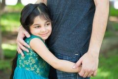 Маленькая девочка Daddys стоковые фотографии rf