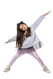 Маленькая девушка брюнет в модный представлять платья Стоковые Фото