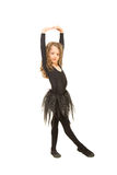 Маленькая девушка танцора протягивая руки стоковая фотография