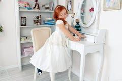 Маленькая красная с волосами девушка Стоковое Изображение