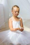 Маленькая милая балерина с белой птицей Стоковая Фотография RF