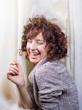 Маленькая молодой испанский женский смеяться над Стоковое Фото