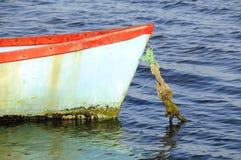 Маленькая лодка в лагуне Knysna Стоковые Изображения RF