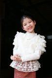 Маленькая тайская девушка в традиционном костюме Стоковое фото RF