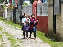 Маленькие девочки в деревне Tal в Непале Стоковое Изображение RF