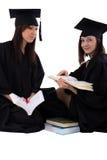Маленькие девочки в студенте mantle с стогом книг Стоковая Фотография RF