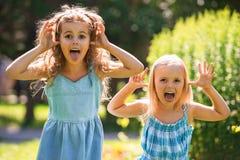 Маленькие девочки имея потеху совместно Стоковые Изображения