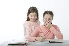 Маленькие девочки прочитали книги на таблице на белизне Стоковая Фотография RF