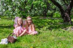 Маленькие девочки с крылами бабочки в Стоковая Фотография