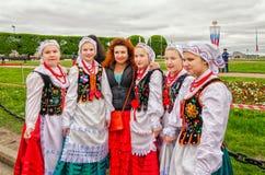 Маленькие девочки член польского ансамбля GAIK народного танца Стоковая Фотография