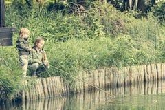 Маленькие девушки fisher стоковое фото rf