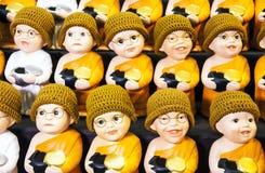 Маленькие куклы монаха и маленькие куклы монашки. Стоковое Изображение RF