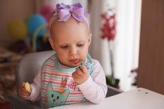 Маленькие младенец и ежевика Стоковые Изображения RF