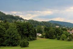 Маленькие дома в горах Стоковые Изображения