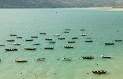 Маленькие лодки в озере стоковая фотография rf