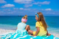 Маленькие прелестные девушки играя во время каникул Стоковое фото RF