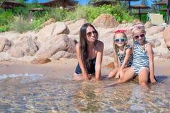 Маленькие прелестные девушки и счастливая мать во время Стоковое Изображение RF