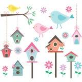 Маленькие птица, дома птицы, птицы и цветки, ветви, собрания Стоковое фото RF