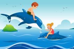 Маленькие ребеята плавая с дельфинами в океане иллюстрация вектора