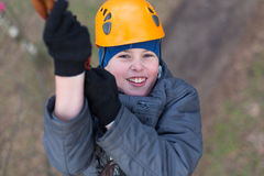 Маленький альпинист проходит препятствие Стоковые Фото