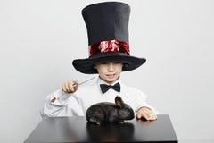 Маленький волшебник с кроликом Стоковые Фото