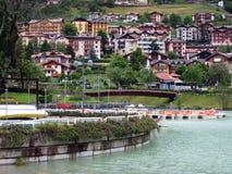 Маленький город в горах доломита Стоковые Изображения RF