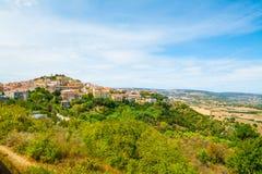 Маленький город на холме в Сардинии Стоковое Изображение RF
