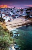 Маленький город Carvoeiro на португальском побережье Стоковые Фотографии RF
