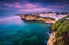 Маленький город Carvoeiro на португальском побережье Стоковое фото RF
