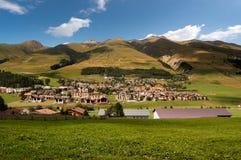 Маленький город Zuoz в Engadine Швейцарии Стоковое Фото