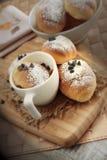 Маленький завтрак бриошей стоковые фотографии rf