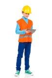 Маленький инженер работая на цифровой таблетке Стоковое Фото