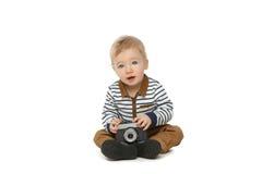 Маленький мальчик малыша с ретро камерой Стоковое фото RF