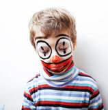 Маленький милый мальчик с facepaint любит клоун, pantomimic выражение Стоковые Фотографии RF