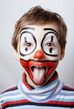 Маленький милый реальный мальчик с facepaint любит клоун Стоковое Изображение RF