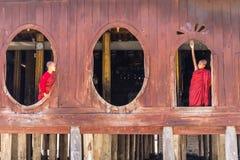 Маленький послушник, монастырь Shwe Yan Pyay, Nyaung Shwe в Myanm стоковые изображения rf