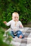Маленький ребенок играет Стоковое Фото