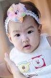 Маленький ребёнок смотря камеру Стоковое Фото
