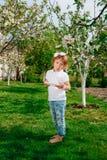 Маленький ребёнок с таблеткой Стоковое Изображение RF