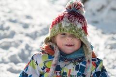 Маленький 3-ти летний ребенок в снеге Стоковые Фотографии RF