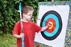 Маленький лучник с луком и стрелы Стоковое Фото